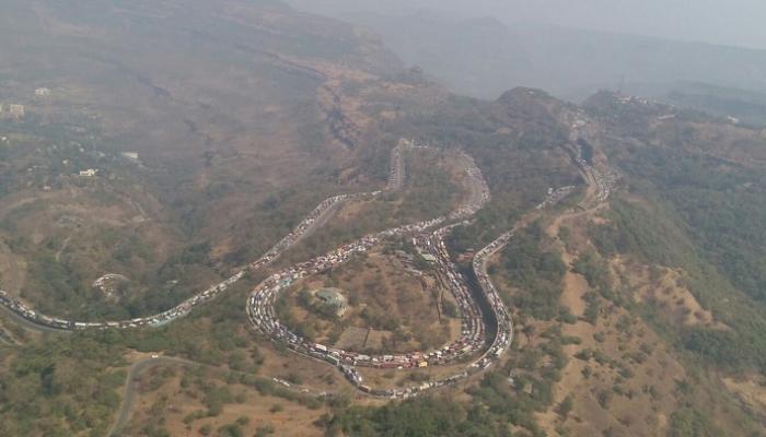 पाहा 'मुंबई-पुणे एक्स्प्रेस वे'चा 'ट्रॅफिक जाम'चा फोटो