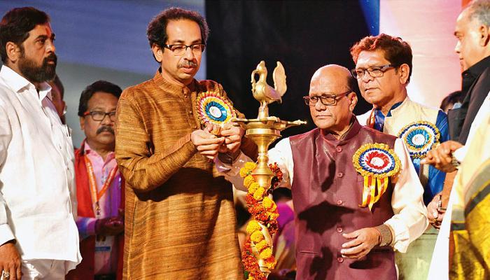 मुंबईत भव्य नाट्य संग्रहालय उभारणार : उद्धव ठाकरे