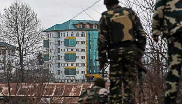 काश्मीरमध्ये चकमक, कॅप्टनसह २ जवान शहीद