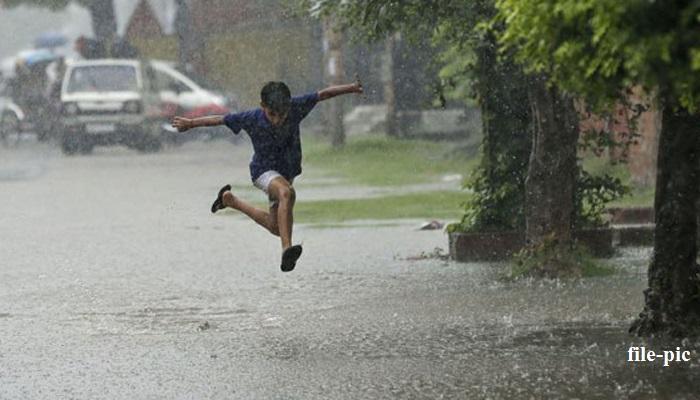 सातारा शहरात अचानक जोरदार पाऊस