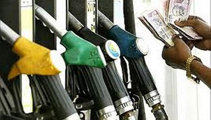 गुडन्यूज पेट्रोल स्वस्त, बॅड न्यूज डिझेल महाग.