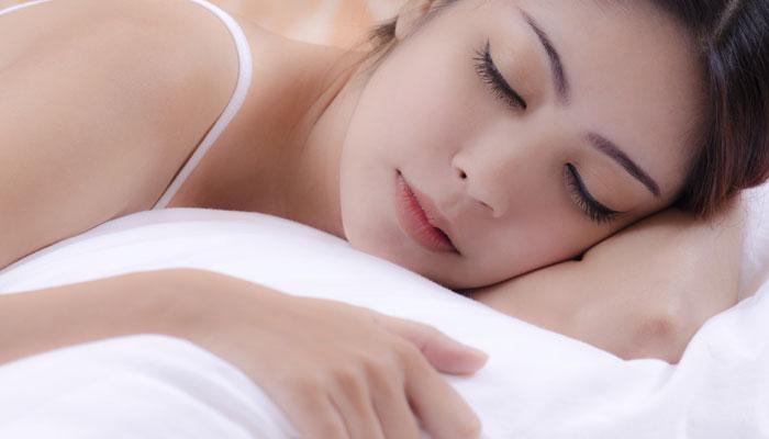 झोपेतही तुम्ही वजन कमी करु शकता...या ५ टिप्स वापरा...