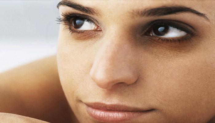डोळ्यांखालील डार्क सर्कल्स काढण्यासाठी फायदेशीर बेकिंग सोडा