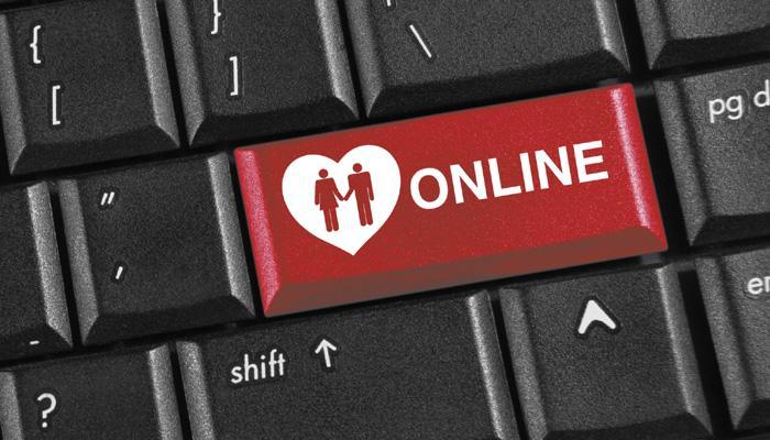 ऑनलाईन डेटिंग म्हणजे एचआयव्हीला निमंत्रण