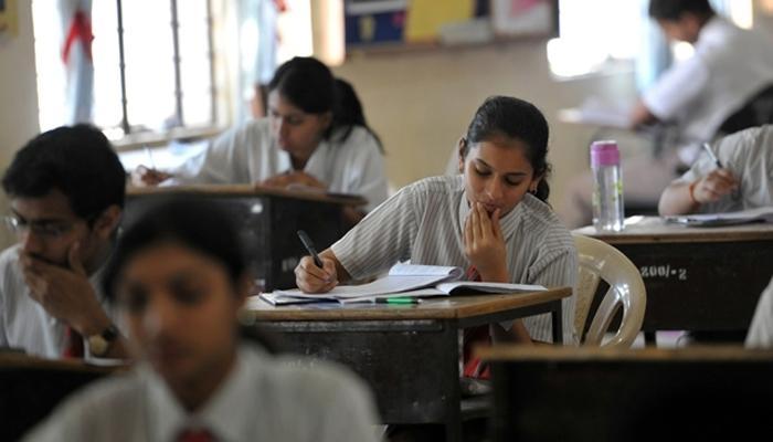 बारावी गणिताचा पेपर फुटल्याचा विद्यार्थ्यांचा दावा