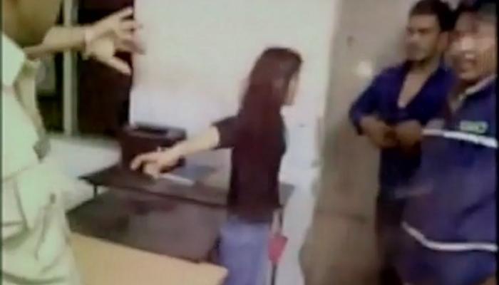 पोलीस ठाण्यात मुलीचा राडा