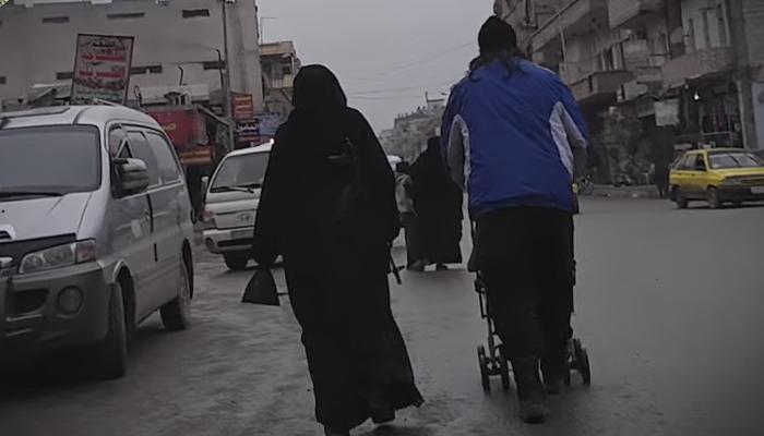बुरख्यात कॅमेरा लपून दोन महिलांनी ISIS राजधानीचा खरा चेहरा आणला जगासमोर!