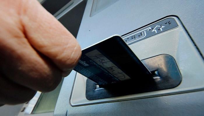 एटीएम कार्ड वापरताना या सात गोष्टी लक्षात ठेवा