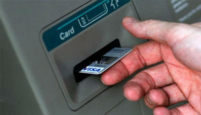एटीएम कार्ड वापरणाऱ्यांना या आठ गोष्टी माहितीच पाहिजे