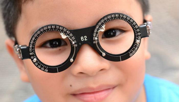 चष्म्यापासून सुटका मिळवायचीय? ट्राय करा या १० टिप्स...