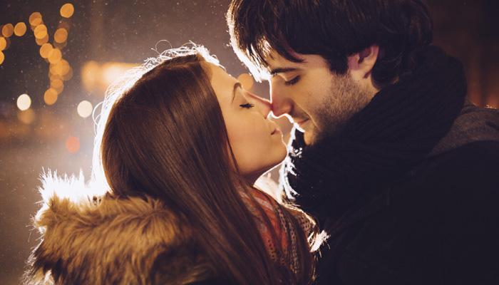 किस करतांना डोळे का होतात बंद
