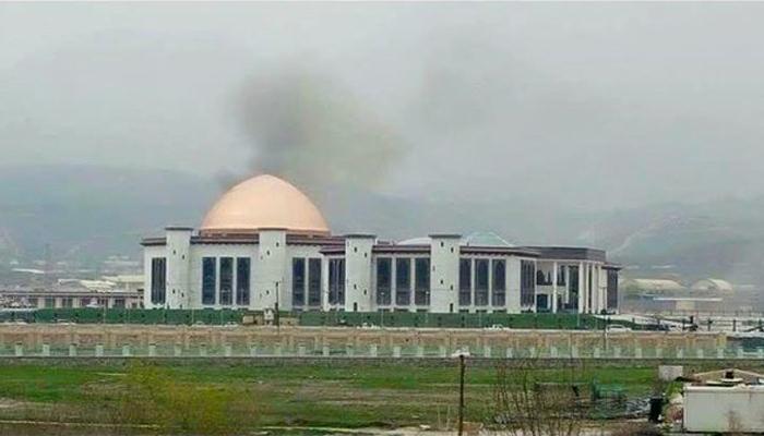 अफगाणिस्तानच्या संसदेवर रॉकेटचा मारा