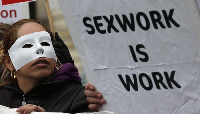 पैसे घेऊन सेक्सला परवानगी