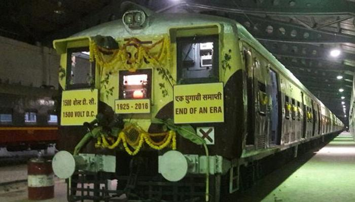 देशातील शेवटच्या ट्रेनला मुंबईकरांचा भावपूर्ण निरोप