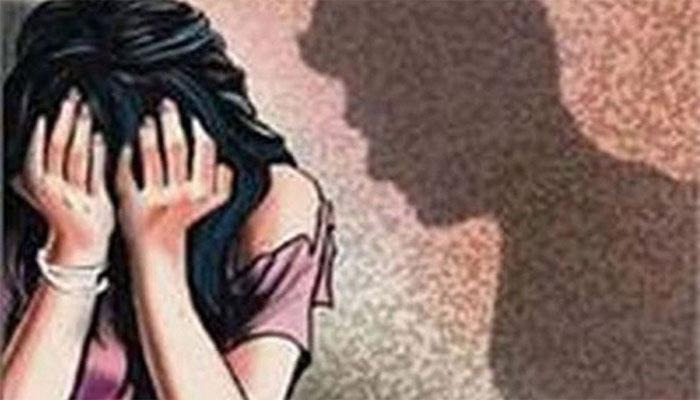 धक्कादायक! तरुणीला घरी बोलावून बॉयफ्रेंडला सांगितलं बलात्कार करायला