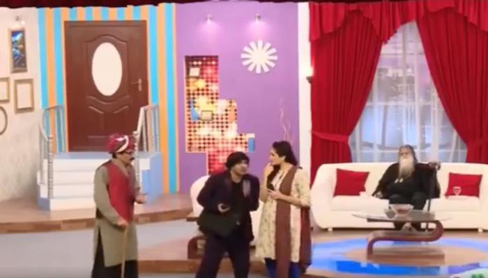 टीव्ही शो दरम्यान पाकिस्तानातील हिंदूंना म्हटले 'कुत्रा'