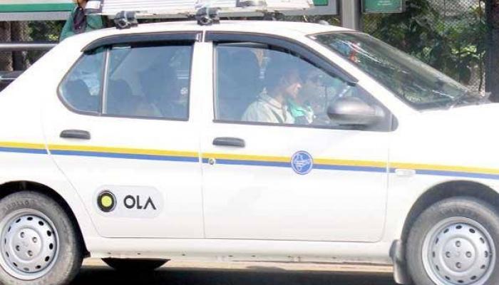 ओला, उबेर टॅक्सीला जोरदार झटका, जादा पैसे घेल्याने १८ कार जप्त