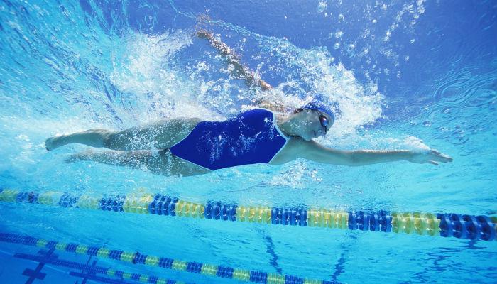 व्हिडिओ : पाहा, पोहणं का आहे सर्वात उत्तम व्यायाम!