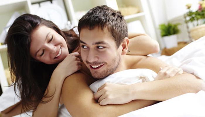कपडे न घालता झोपल्याने होतात अनेक फायदे