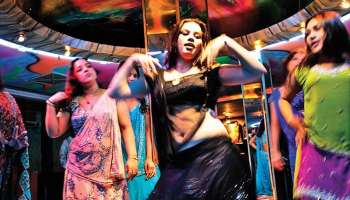 रस्त्यावर भीक मागण्यापेक्षा बारमध्ये डान्स बरा - सुप्रीम कोर्ट