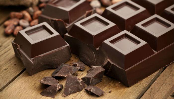मधुमेह, हृदयविकाराला दूर ठेवण्यासाठी खा डार्क चॉकलेट!