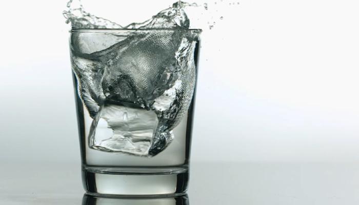 तुम्हीही फ्रीजमधील थंड पाणी पिता का?