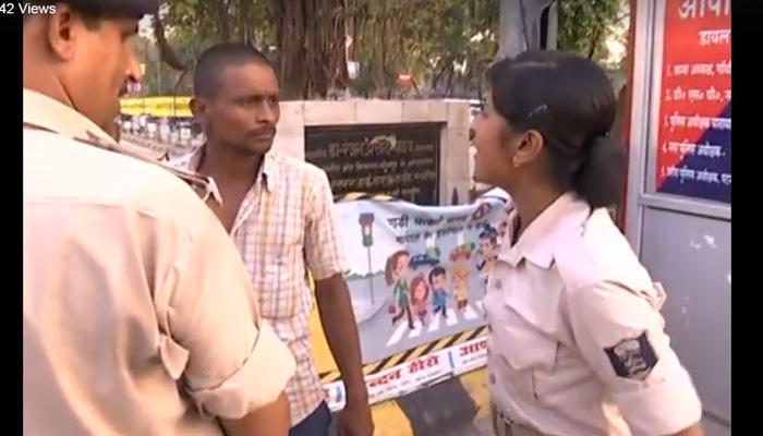 व्हिडिओ : ...जेव्हा 'त्या'नं काढली महिला पोलिसाची छेड