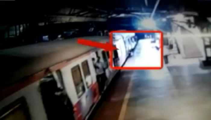 व्हिडिओ : चालत्या ट्रेनमधून तरुणाला ढकलून आरोपी फरार