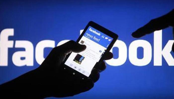 शाळेतील विद्यार्थ्यांचं फेसबूकवर धक्कादायक कृत्य