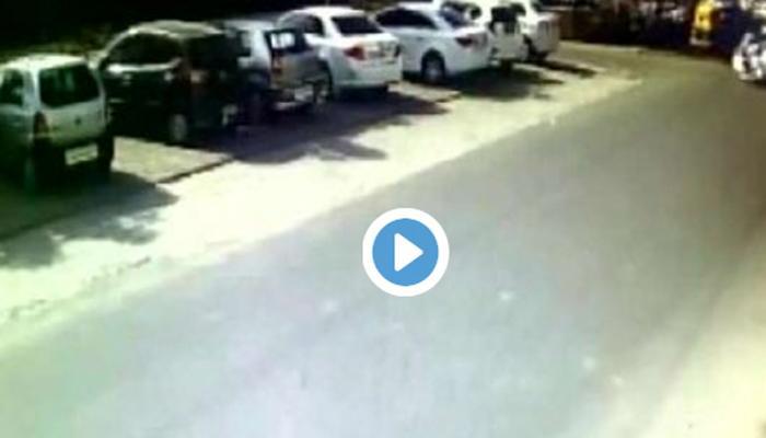 VIDEO : अपघाताचा थरार कैद, स्कूटीवरुन जाणाऱ्यांना तरुणींना हवेत उडविले