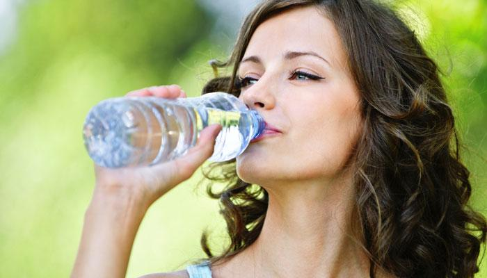 जेवणानंतर थंड पाणी पिणे शरीरासाठी अपायकारक
