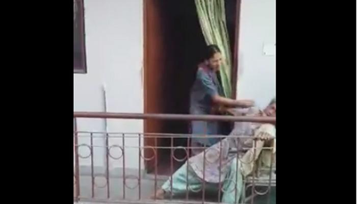 SHOCKING व्हिडिओ! महिलेची वृद्ध महिलेला मारहाण..