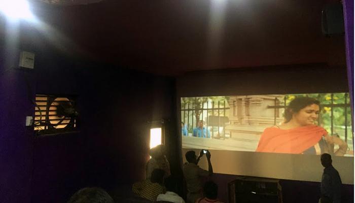 अनधिकृतपणे 'सैराट' सिनेमा दाखविणाऱ्या व्हीडिओ थिएटरवर पोलिसांचा छापा