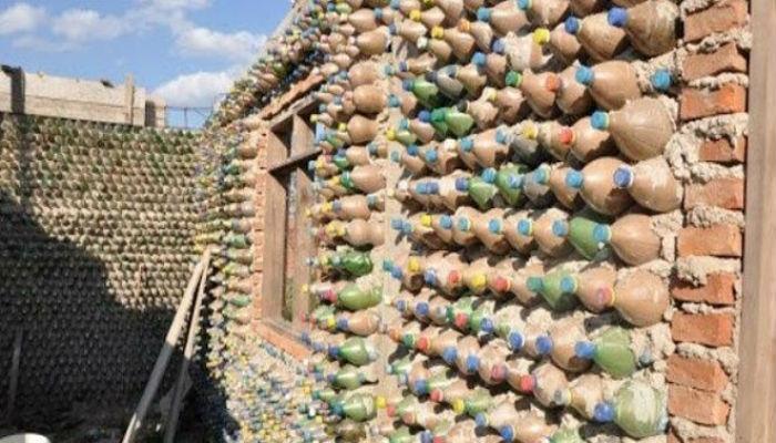 भंगार प्लास्टिकपासून बनवलं घर