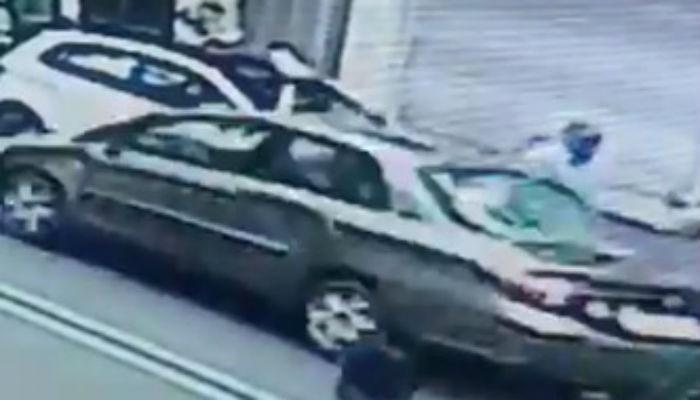 CCTV फुटेज : भरधाव कारनं त्याला हवेत भिरकावून दिलं