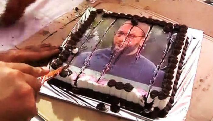 राज ठाकरेंनी कापला ओवेसींचा चेहरा असलेला केक