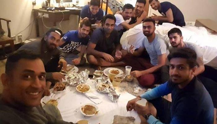 टीम इंडियाचा 'डाऊन टू अर्थ' फोटो व्हायरल