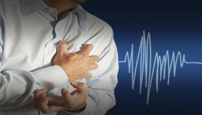 हार्टअटॅक येण्यापूर्वीची ५ लक्षणे