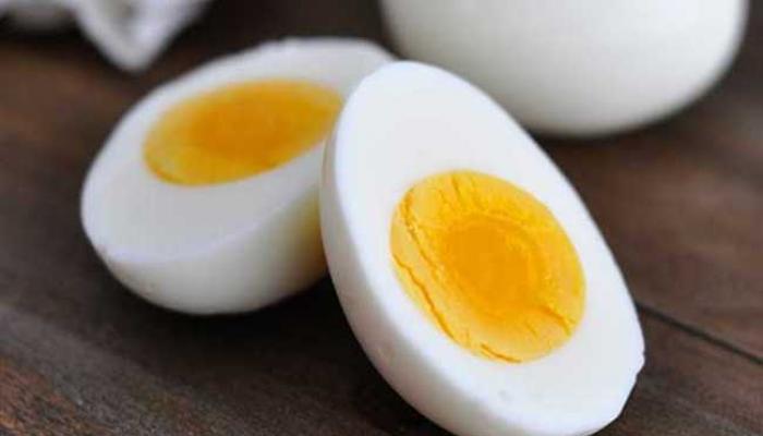 शालेय पोषण आहारातील मिळणारे अंडे लपवून घरी घेऊन जात असे हा मुलगा...कारण माहीत पडलं तर तुम्ही रडालं!
