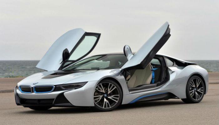 शाहरुखनं खरेदी केलेली 'BMW i8' नेमकी आहे तरी कशी...