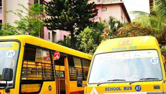 शाळकरी विद्यार्थ्यांच्या सुरक्षेसाठी स्कूल बसवर चाप