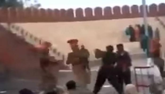 व्हिडिओ वायरल : भारत-पाक सीमेवर जवानांमध्ये हाणामारी!
