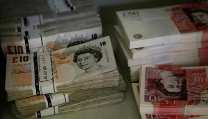 ब्रिटन जनमत चाचणीचा परिणाम शेअर बाजारावर, रुपया घसरला