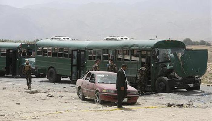 सेनेच्या बसवर आत्मघातकी हल्ला, 27 जवान ठार