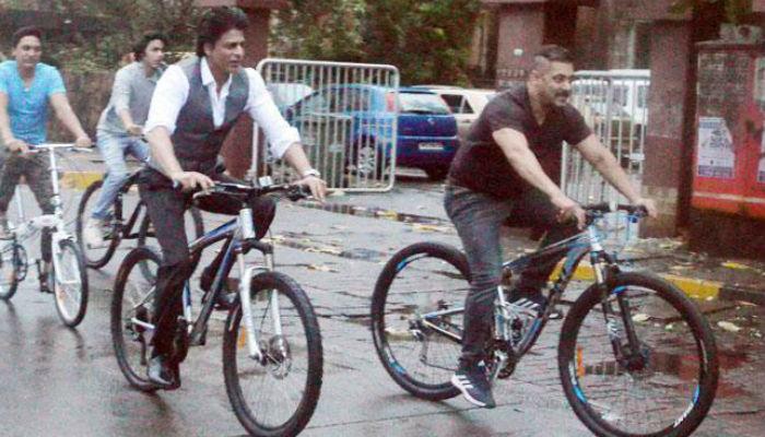...जेव्हा मुंबईच्या रस्त्यांवर सायकल सवारीवर निघाले तीन खान्स!
