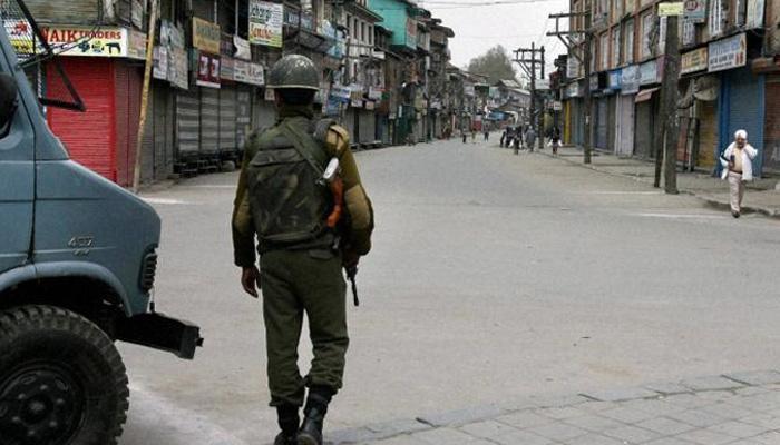 काश्मीरमध्ये तणाव कायम, मोबाईल-इंटरनेट सेवा बंद