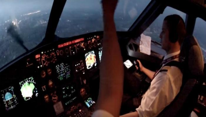 पावसात कसं होतं विमानचं लॅडिंग?