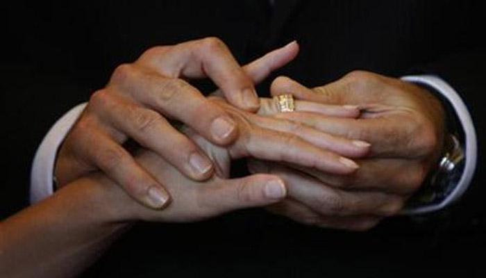 या कोट्यधीशांनी केलं वयाच्या अर्ध्याहून लहान पार्टनरशी लग्न
