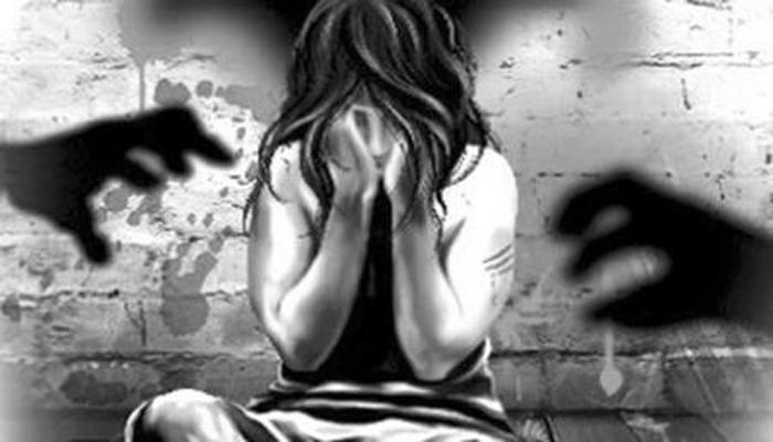 कोपर्डी प्रकऱणातील आरोपींवर महिलांची चप्पलफेक