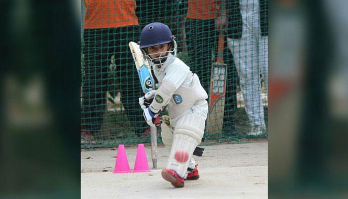 अविश्वसनीय! ४ वर्षाचा मुलगा बनला क्रिकेटर